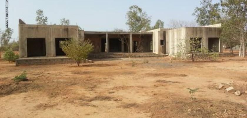 Vente villa 300 m2 terrain 65 000 m2 ndiass s n gal r f v2113 for Acheter une maison au senegal